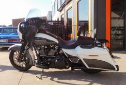 Harley Cruiser - Custom gloss and matt black vinyl accents